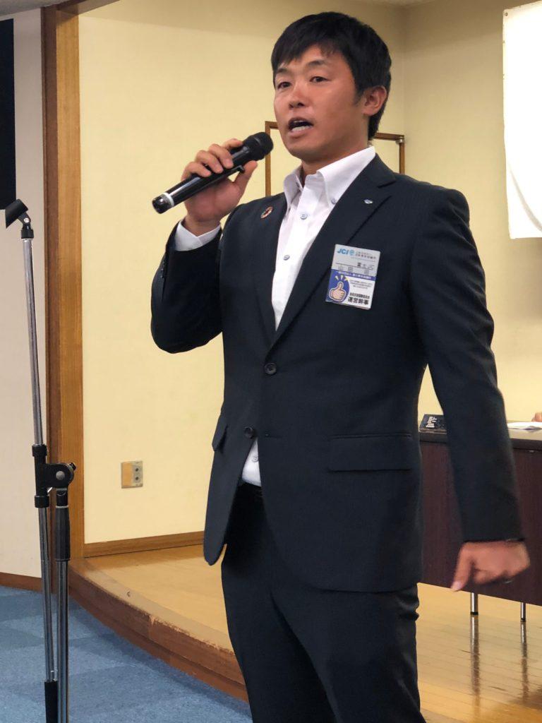 三分間スピーチをする会員交流国際委員会山田君