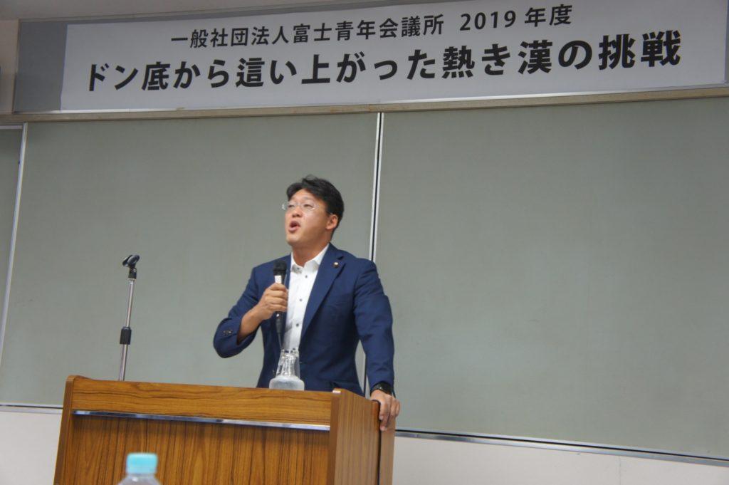 熱い講演をする神戸氏